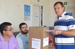 Marcelo Berthet votando