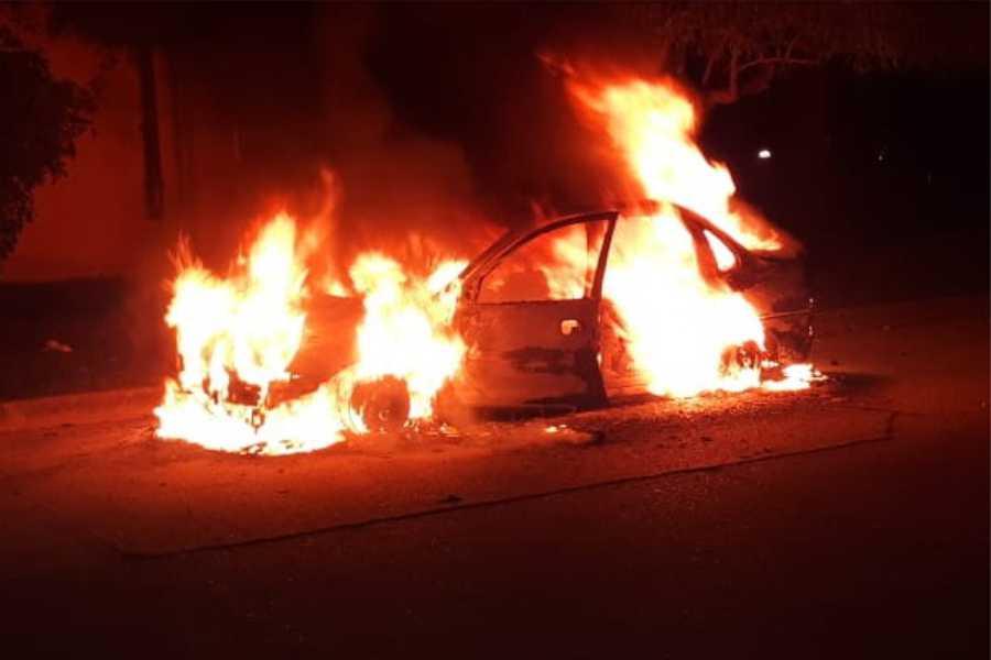 Auto incendidado