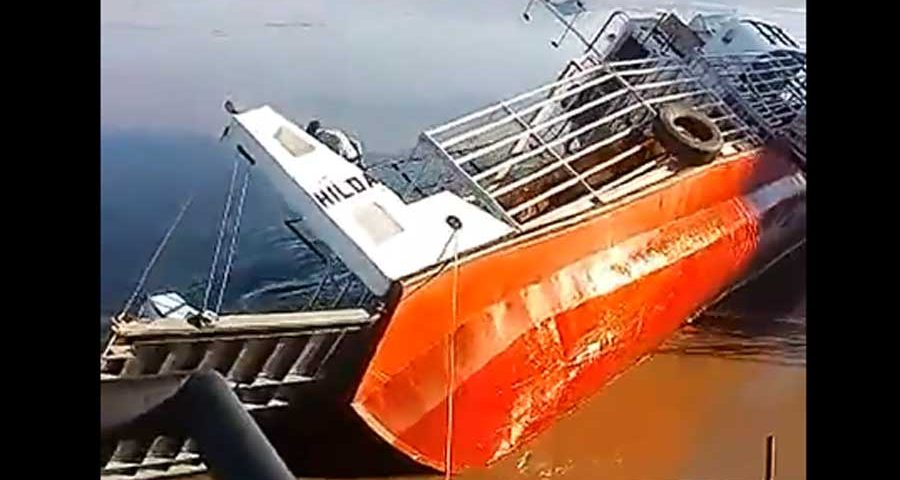 Barcaza-hundida