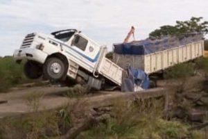 Camion-caido-2