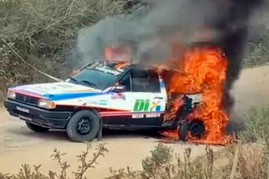 Auto-rally-incendiado